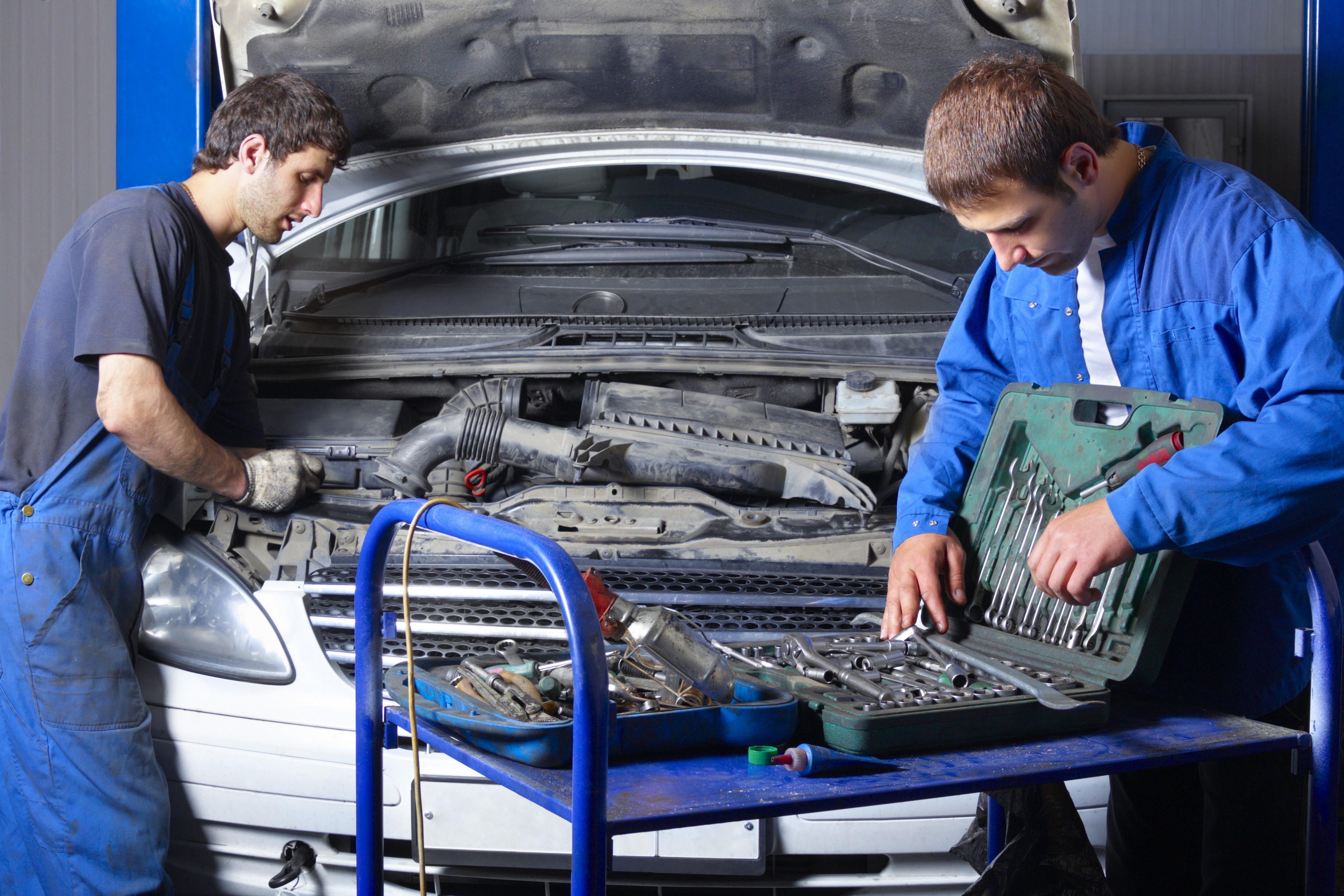 1 what is the usual leadership situation in the auto repair shop Technical skills: auto body techs use a wide range of tools and equipment to assess and repair cars the future of auto body technicians auto body tech jobs will grow at a pace that is in line with the average for all jobs, according to the bls.